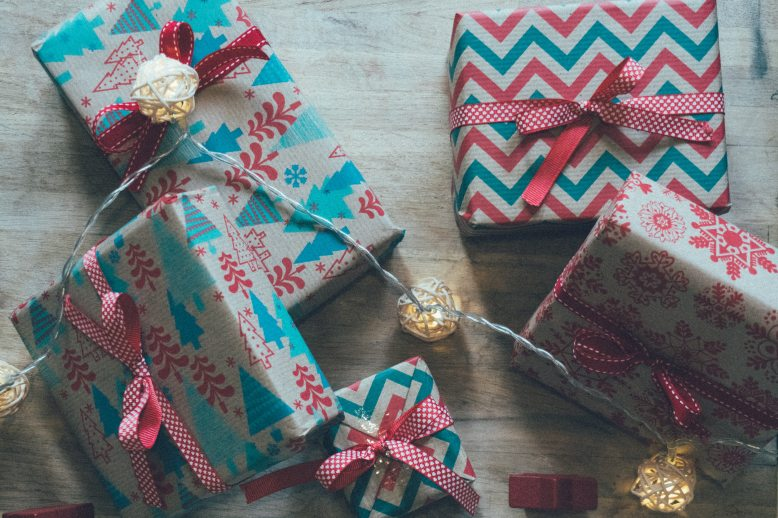 bow-boxes-christmas-gifts-1707306