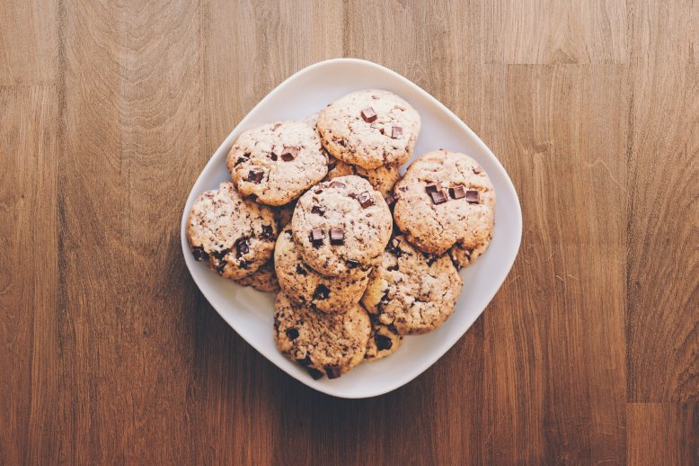 baked-goods-chocolate-chocolate-chip-cookies-890577